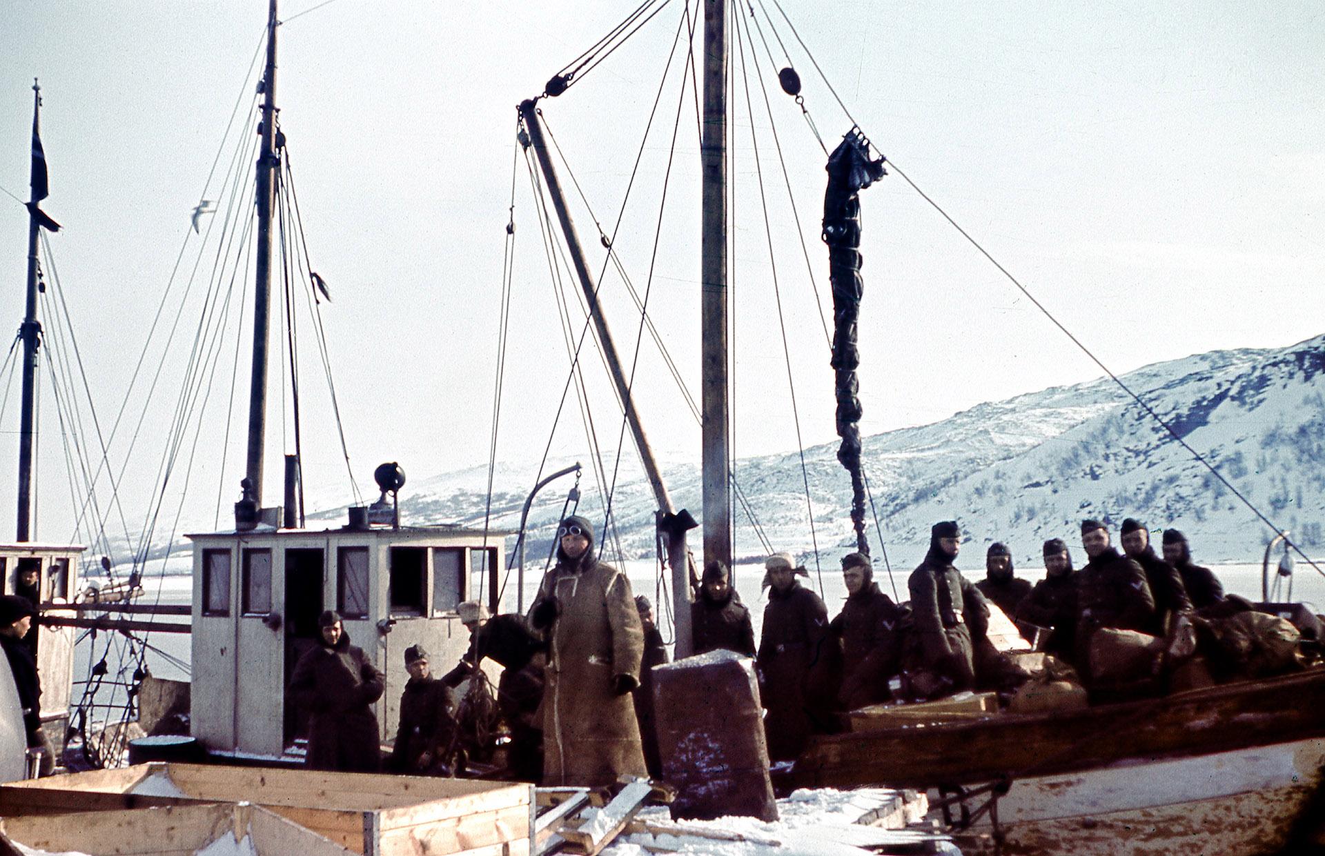Bilde 165. Tysk rekvisasjon av fiskebåt fra Dyrøya i Troms1920