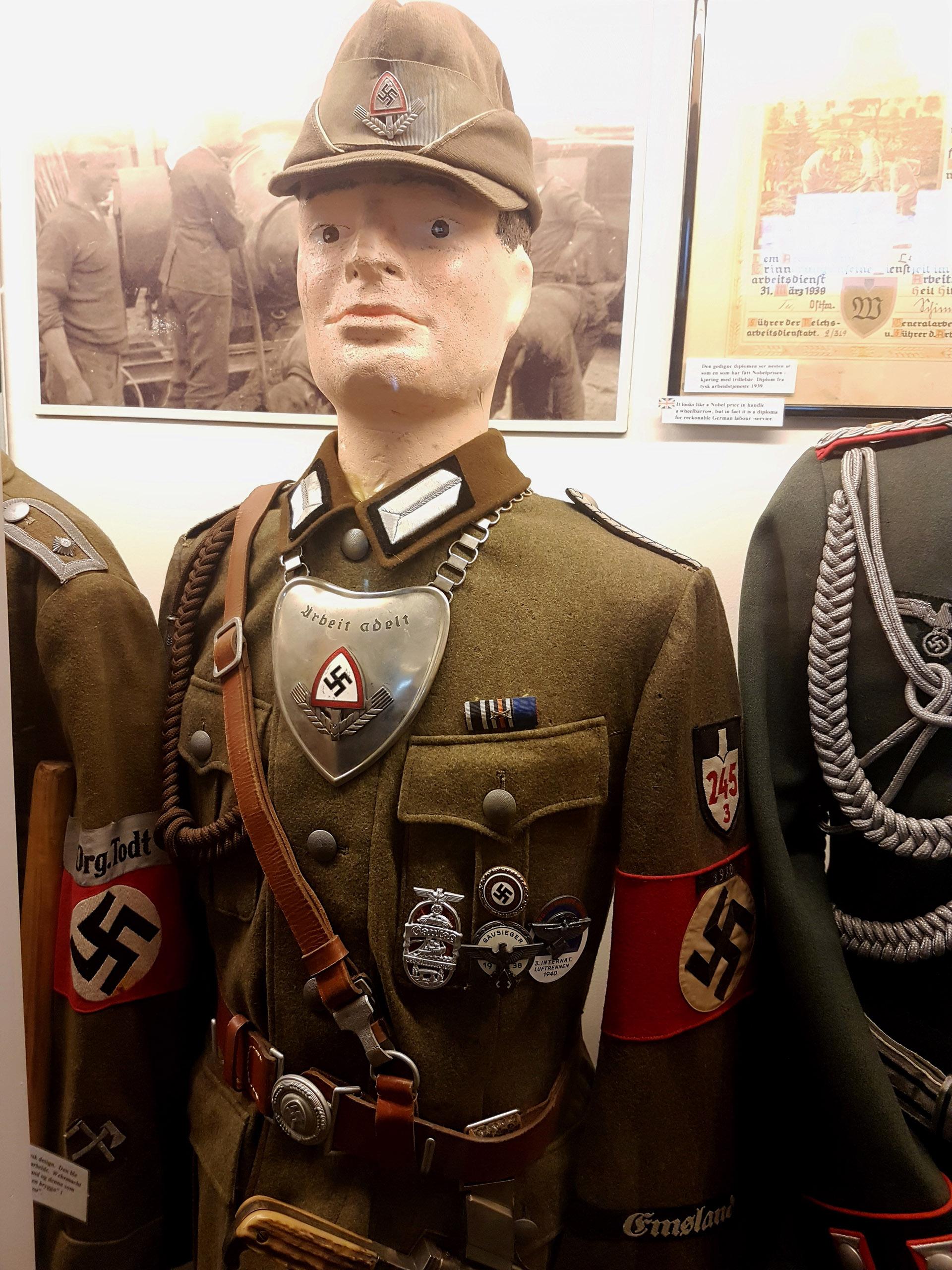 Tysk arbeidstjeneste. Offiser. Var også i Norge.