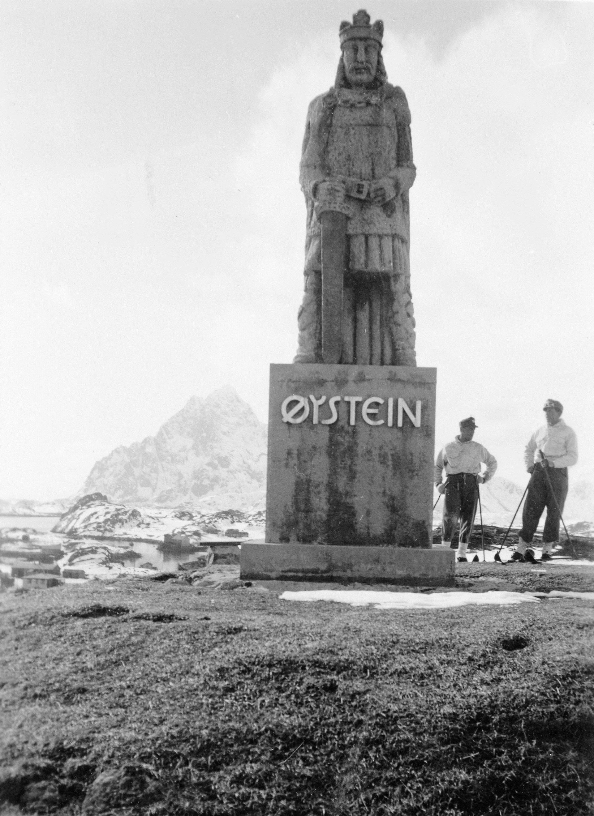 Tyske gendarmer og kong Øystein 1942